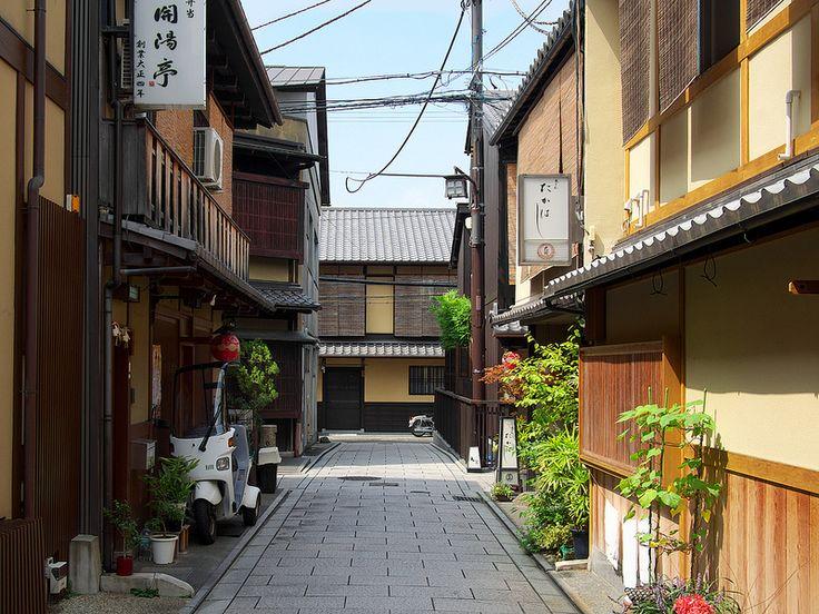 祇園花見小路のろぉじ / Gion Hanamo-koji Street #Japan