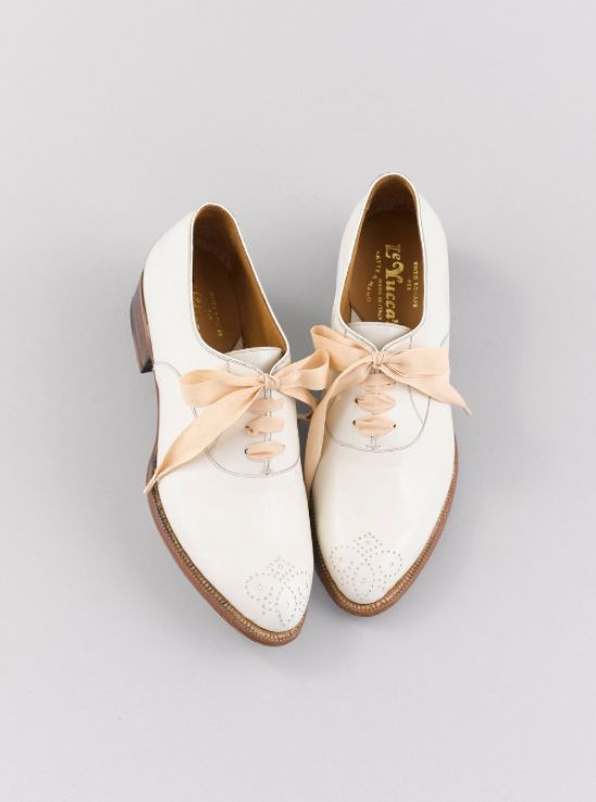 + love this white oxford shoes +