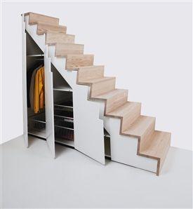 """""""Depå"""" från Snickarlaget har inbyggda garderober. Om man tar bort den yttersta kanske kan kombineras m trappan fr Snickarlaget?"""