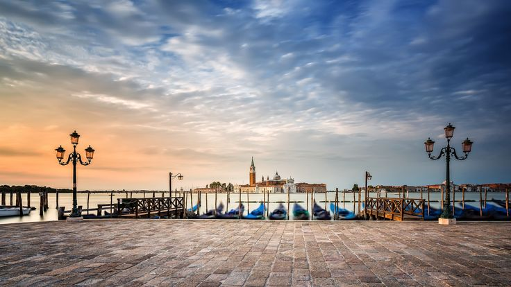"Cloudy sunrise at Venice - Amazing morning in Venice  Follow me on <a href=""https://www.facebook.com/lubosbalazovic.sk"">FACEBOOK</a> or <a href=""https://www.instagram.com/balazovic.lubos"">INSTAGRAM</a>"