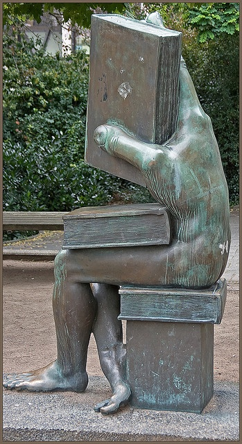 ".""Der Buchhändler"" [The Book Seller, literally: ""somebody who handles books""] on the Ludwig-Metzger-Platz in Darmstadt, Germany. Sculpture by Michael Schwarze, photograph by Neil Gallop."