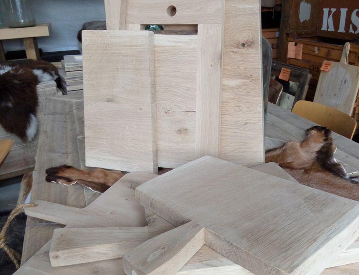 Massief eikenhout broodplank, door de aparte vormen worden deze planken bijzonder.