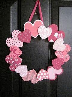 Día de San Valentín wreath- lo hacen con corazones de madera, pero yo podría hacer un poco de papel de tarjetas y dejar que los chicos hacen esto como un arte de vacaciones.