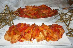 Ryba po grecku z papryką,ogórkiem kiszonym i czerwoną cebulą