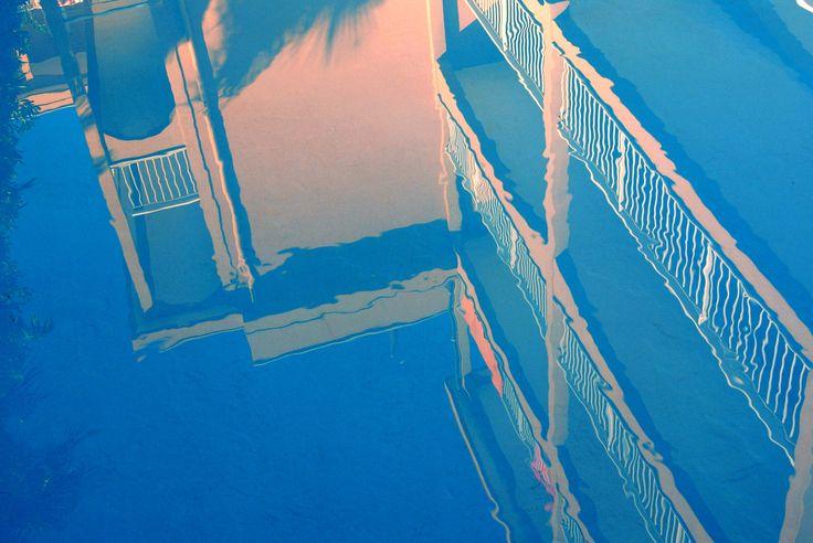 riflessi di #piscina al #residenceorchideapietraligure #visitresidenceorchidea #pietraligure #riviera #appartamenti in #liguria #mare e tanto divertimento. http://www.residenceorchidea.it