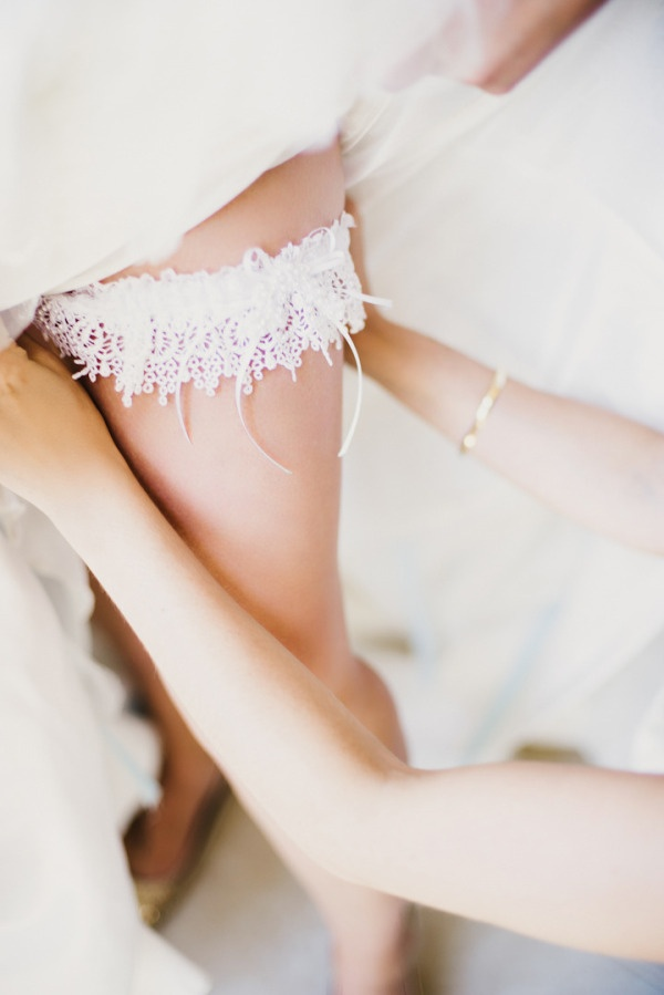 gorgeous lace garter   Photography By / june-cochran.com