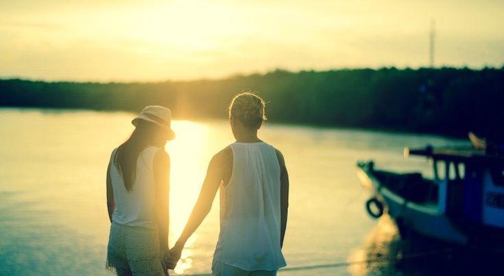Weil mir das Unwetter gleichgültig ist, weil meine Probleme in Vergessenheit geraten, weil mir plötzlich Flügel wachsen, weil allein der Gedanke an Dich mich zum Lächeln bringt und ich Glück versprühe – musst Du Liebe sein! Freut mich Dich kennenzulernen.  - Esragül Schönast