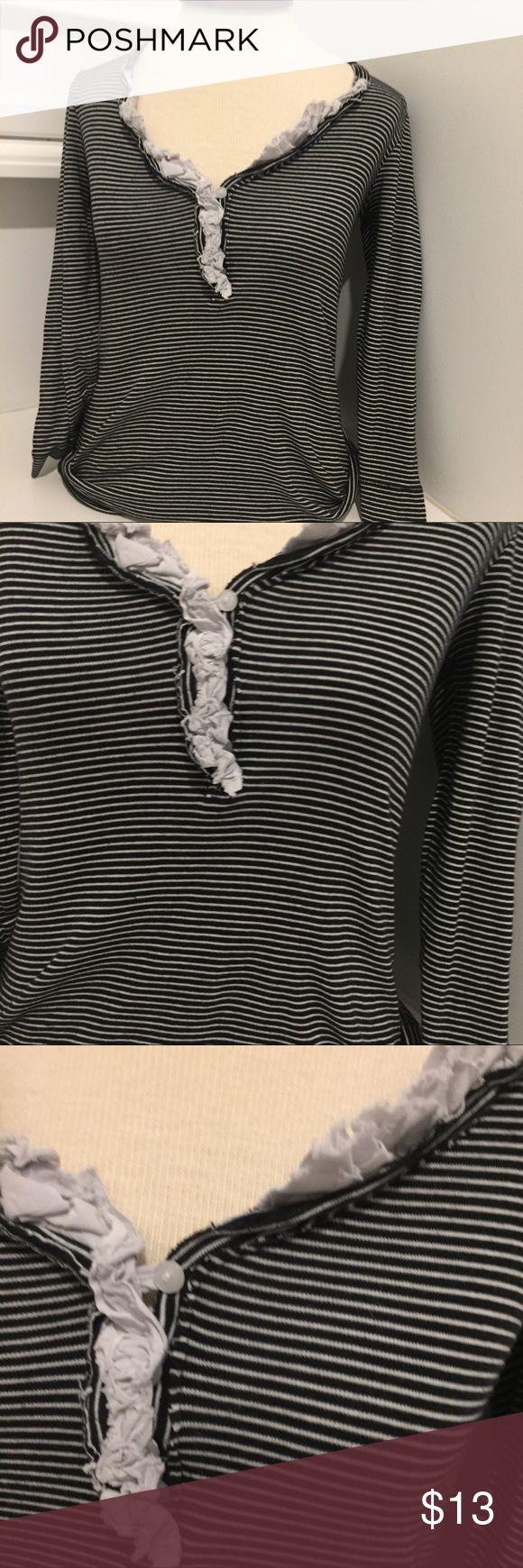 J.CREW Ladies Striped V neck front ruffle xs J.CREW Ladies Striped Split V Neck Mandarin Collar Knit Tee Shirt Top Blouse XS J. Crew Tops Blouses
