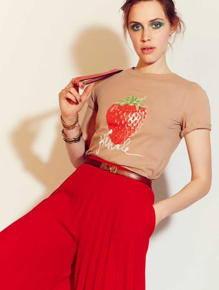 Delectable and appealing, you have more in common with a strawberry than you may have realized. The Classic Fit is inspired by our favorite vintage t-shirt. Crew neck, straight cut, falls to the hip.