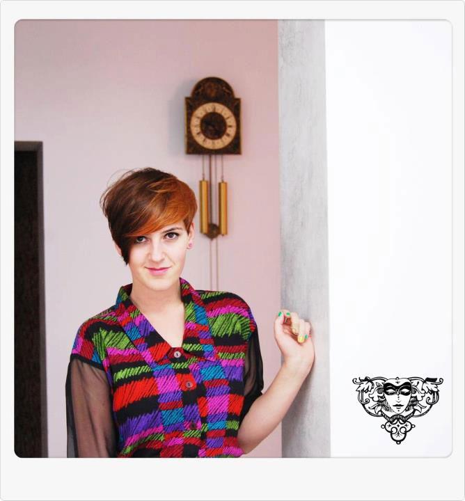 Iulia şi noua ei culoare. Pe Iulia o puteţi citi pe blogul ei: a personal style blog – http://la-jolie-julie.blogspot.ro/