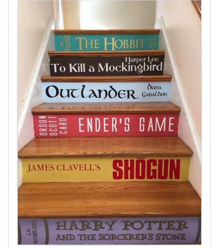 """116 curtidas, 5 comentários - Eninha Campos (@nasuaparede) no Instagram: """"Isto é legal , não é ?Uma escada transformada em uma pilha de #livros .  Emocionante para  a alma…"""""""