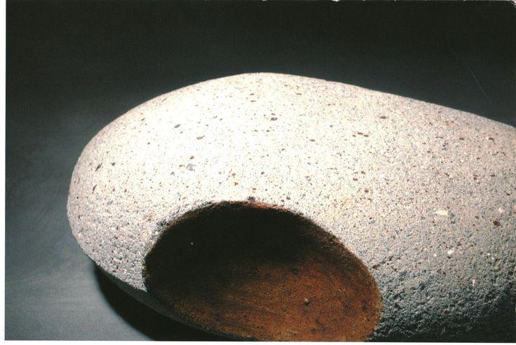 Pasta de grés com óxido de cobalto. pintura com óxido de ferro. Cozedura a 1250º