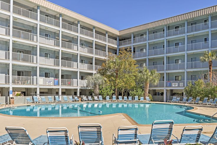Spectacular 2BR Hilton Head Condo w/Access to Both Indoor and Outdoor Community Pools! Near Golf, Shopping, Dining & More - Just Steps from the Private Beach! #hiltonhead #travel