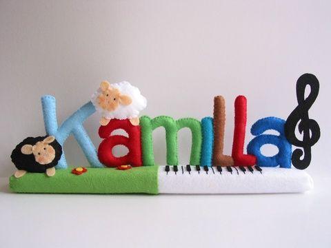 Kamilla- báránykás-zongorás filc névtábla, Baba-mama-gyerek, Dekoráció, Otthon, lakberendezés, Utcatábla, névtábla, Meska