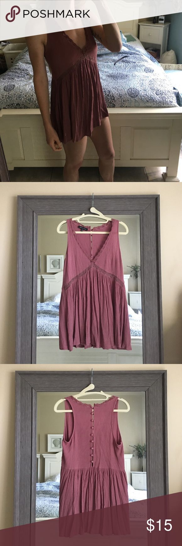 Kendall & Kylie Babydoll Dress Super cute babydoll dress! i've worn it once, it's just too short for my comfort ☺️ could also be worn as a tunic over jeans!! Kendall & Kylie Dresses Mini