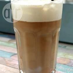 Chá gelado tailandês @ allrecipes.com.br - Bebida a base de chá preto, bem docinha, com leite condensado e creme de leite. Uma delícia!