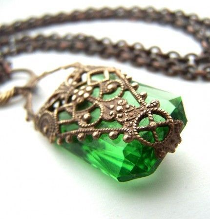 the vintage wedding - bride and wedding - green deco style jewels