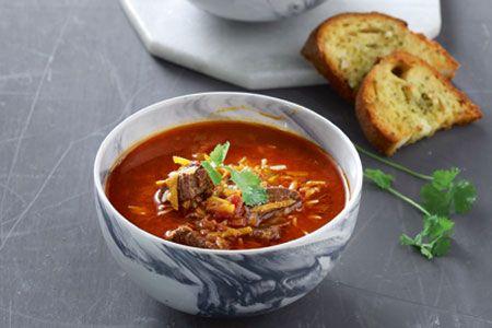 «Ανατολίτικη» κρεατόσουπα με 4 μπαχάρια, ντομάτα, ρύζι και δυόσμο - Συνταγές | γαστρονόμος