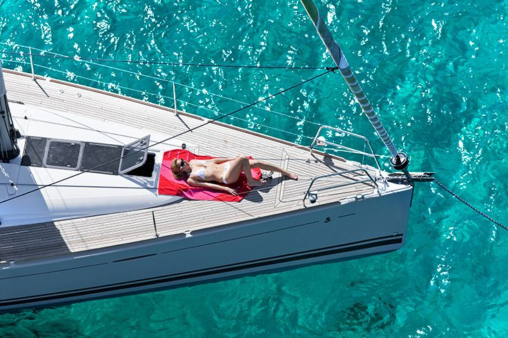 Sunbathing. Yacht. #SanyaRepin #SanyaHeartstoHearts  Summer. What a leisure in #sanya. #refreshinglysporty