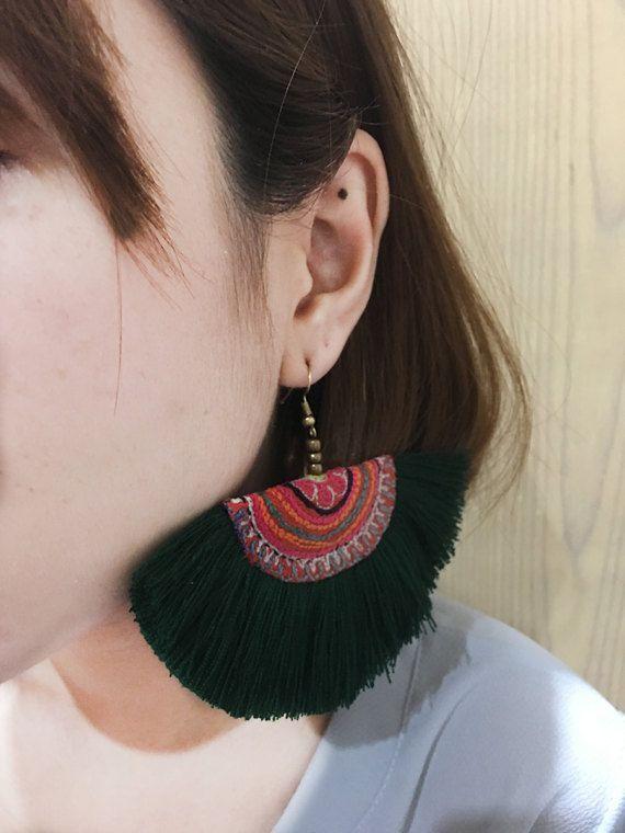 Pendiente de borla verde oscuro con tela bordada mujer hecho a