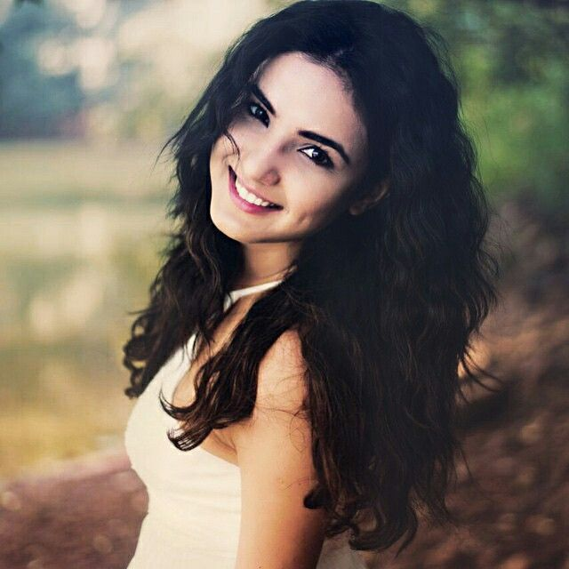 Beautiful smile of Jasmin Bhasin