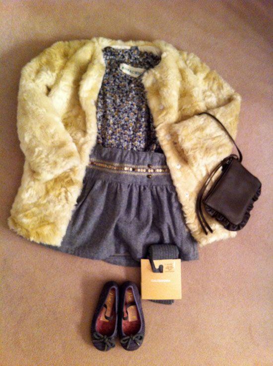 Abrigo de pelo:Este abriguito de pelo beige es de ZARA, se lo combino con un conjunto en tonos grise. La falda de paño gris con una tira de lentejuelas doradas en la cintura es de NAF NAF, la camisa de florecitas es de ROPA CHICA, los leotardos son de CALZEDONIA, las bailarinas son de PRETTY BALLERINAS y el bolsito de RITA REMBS.
