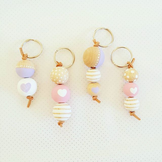 DIY Wooden bead keychain #diy #doityourself #woodenbeads #keychain #keyholder #pastel #crafts