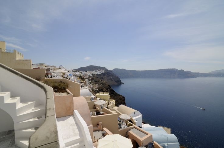 Villa Oia is a private villa in Santorini that offers the ultimate luxury Greek holiday experience!