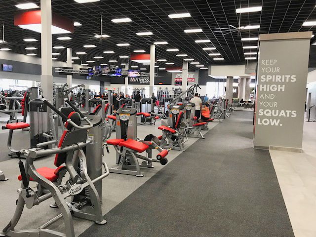 Hoist Install At Mountainside Fitness Happy Valley Az Featuring Out Roc It Equipment Gym Design Interior Gym Interior Fitness Center Design