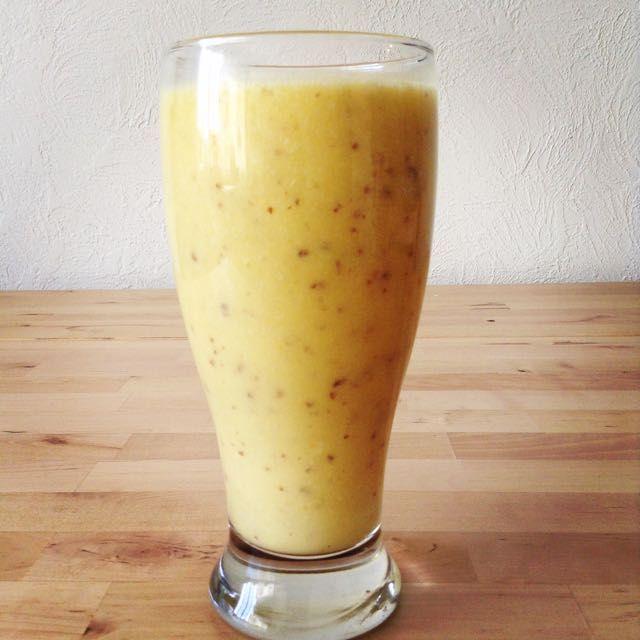 Sunshine Smoothie (Orange-Pineapple-Fresh Turmeric) http://kristenyarker.com/blog/sunshine-smoothie-orange-pineapple-fresh-turmeric#comments