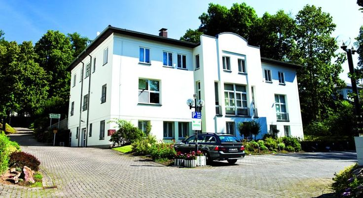 Hotel Haus am Park Bad Homburg vor der Höhe Situated just a 15-minute S-Bahn journey from Frankfurt, this family-run hotel awaits your visit close to the pedestrian zone and health facilities of Bad Homburg.