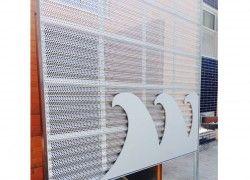 Projet institutionnel à Montréal: Panneau Corra-Lok MFC160, aluminium 0.040'' anodisé clair, installation horizontale.  Cardin Ramirez Julien Architectes.