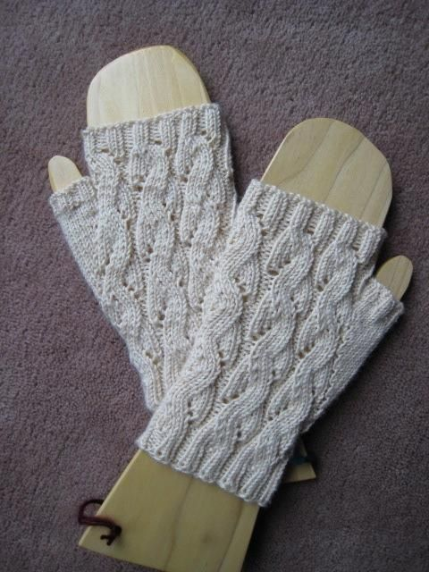 Emilee Dee Mitts -- free fingerless glove pattern by Paula McKeever/Snapper Knits