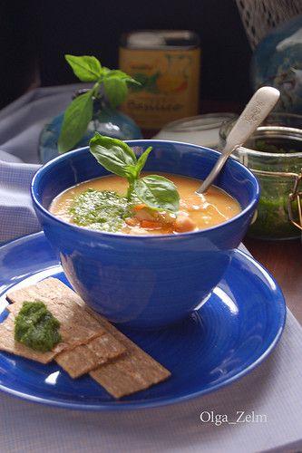 Нутовый крем-суп с миндальным песто