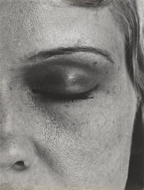 Portrait à l'oeil fermé
