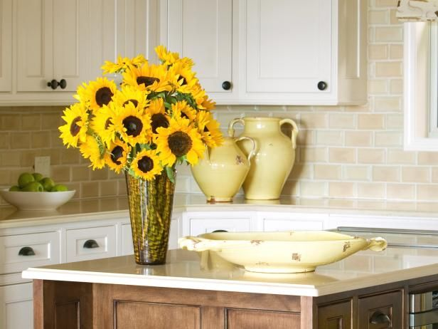 Sunflower Kitchen Decorating Themes Ideas | ... Flower Arrangements + Care Tips | Decorating and Design Blog | HGTV
