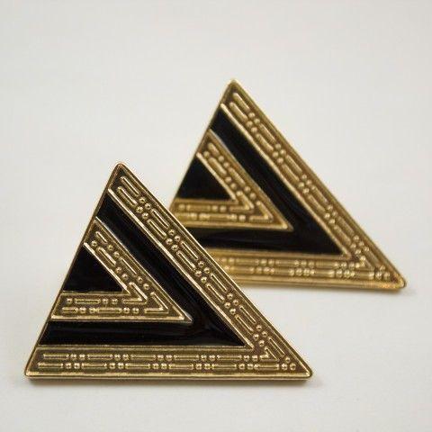 Boucle d'oreille triangle noir et or. #mode #accessoire #bijou
