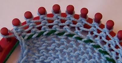 Loom knitting - using a lifeline to fix a mistake