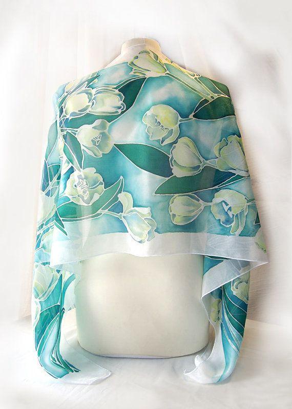 Handgeschilderde zijden sjaal witte tulpen  blauwe door MinkuLUL