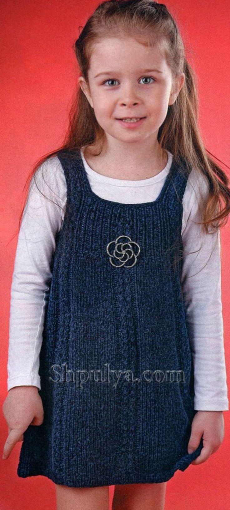 Темно-синий сарафан для девочки, вязаный спицами