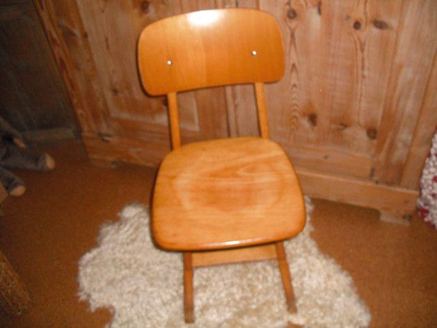 Hier Habe Ich Einen Kinderstuhl Schulstuhl Aus Holz Fur Euch Dieser Stuhl Stammt Mit Sicherheit Noch Aus Den 70er Jahre Stuhle Fur Kinder Stuhle Kinder Zimmer