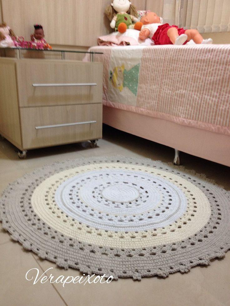 Lindo tapete de croche nas cores branco, cru e cáqui - Tapete baby Erika - 1 metro de diâmetro.   #tapetedecroche  #tapetebebe  #tapetedebebe  #tapetedecroche #bebe #tapete #croche #quartodebebe #decoracaoquartodebebe #decorbaby #babydecor #baby #bebê #gravidas