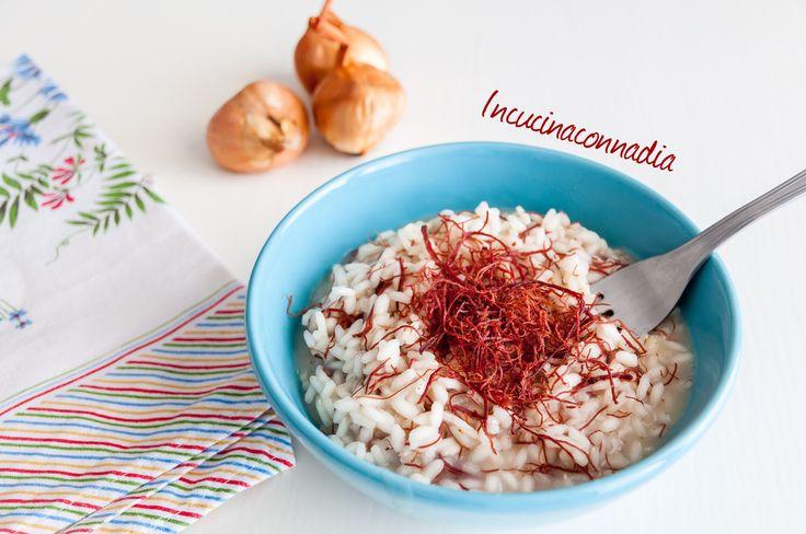 Risotto con sfilacci di cavallo e cipolla, un risotto particolare con un' ingrediente insolito ma buonissimo, dal sapore affumicato che non vi deluderà.