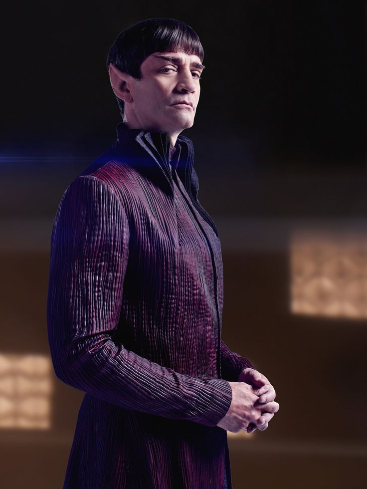Get a closer look at characters and sets from Star Trek: Discovery