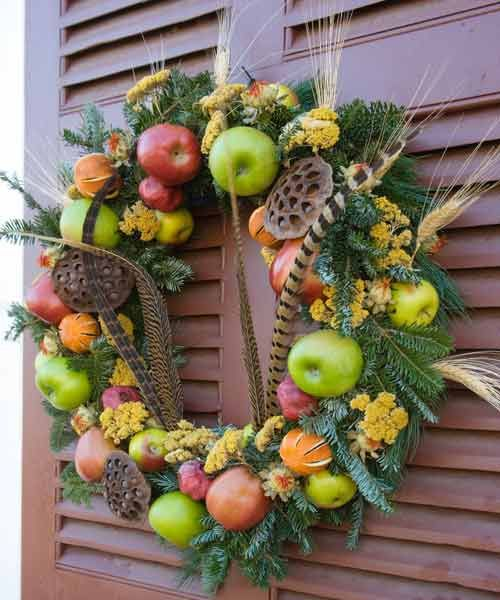 Della Robbia Christmas Wreaths With Fruit And Dried Materials Found In Colonial Williamsburg