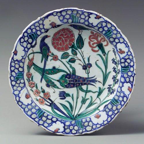 Plate, second half of 16th century Iznik, Turkey Fritware, polychrome-painted under transparent glaze.