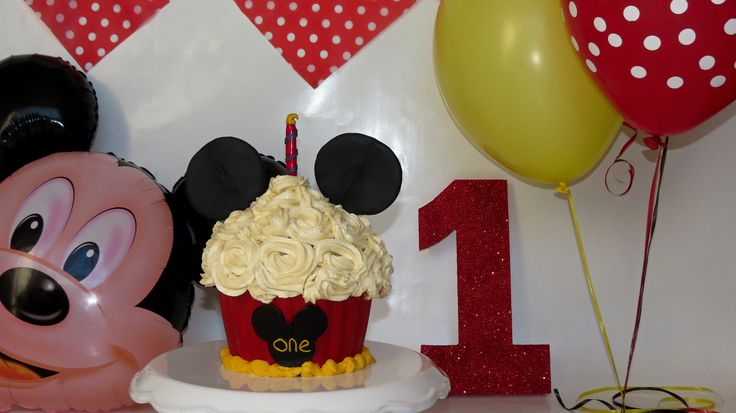 Mickey Mouse Giant Cupcake Smash Cake