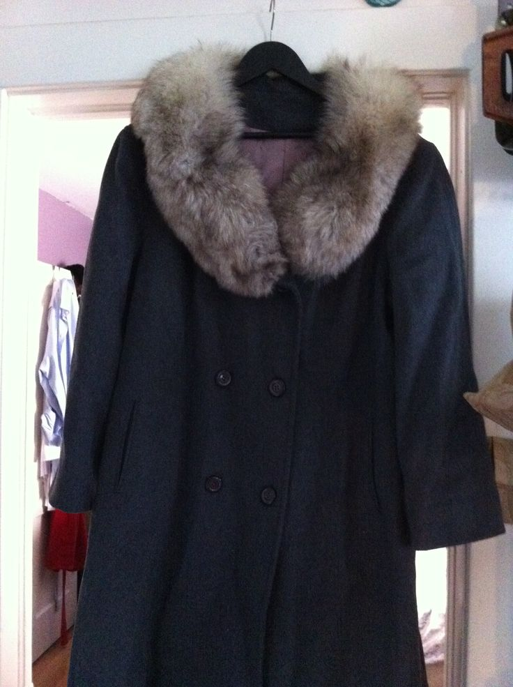New plus sized vintage wool coat with fur collar.  Satin lining, double buttons.