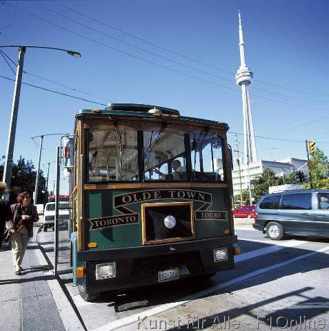 Sightseeing Bus, CN-Tower, Toronto OL, Toronto - Double click on the photo to get a #travel itinerary to #Toronto at www.guidora.com