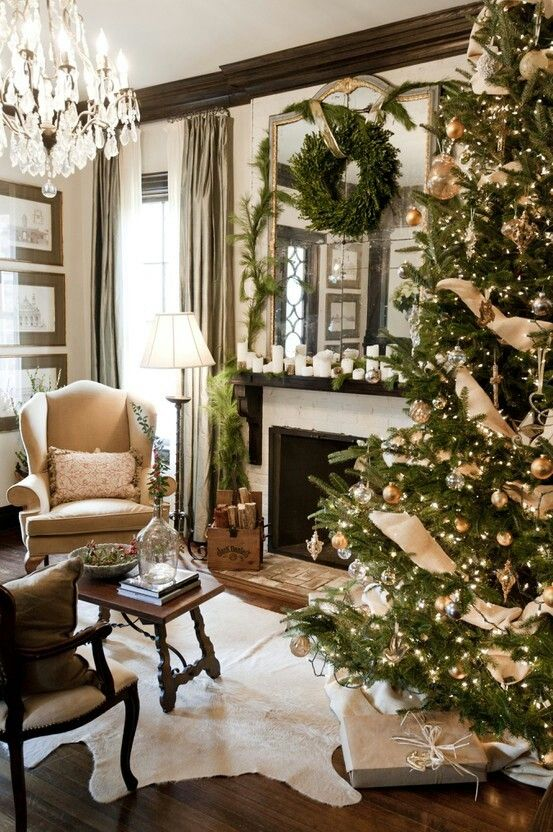 Beautiful living room for Christmas. Classy Christmas tree too! #classicchristmastree #christmaslivingroom #christmas